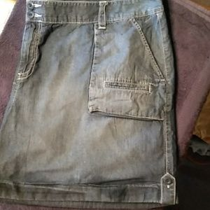Old Navy cuffed jean shorts size 24